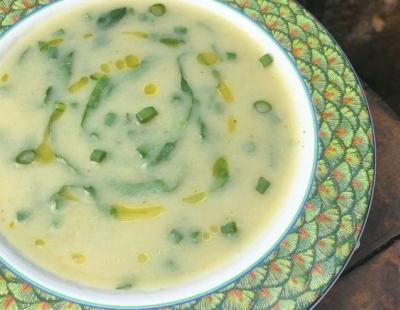 Creme low carb de couve-flor com alho-poró