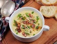 Sopa Cremosa de Batata, Milho, Bacon e Aipo